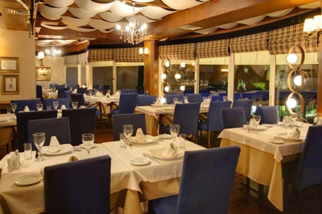 FO�A RESTAURANT